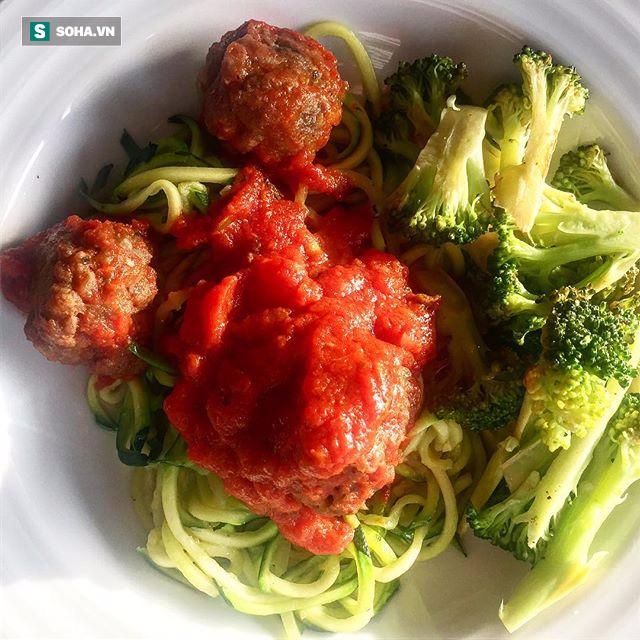 Chuyên gia dinh dưỡng người Mỹ bày cách ăn 3 bữa chính 1 bữa phụ nhanh gọn đủ chất - Ảnh 3.