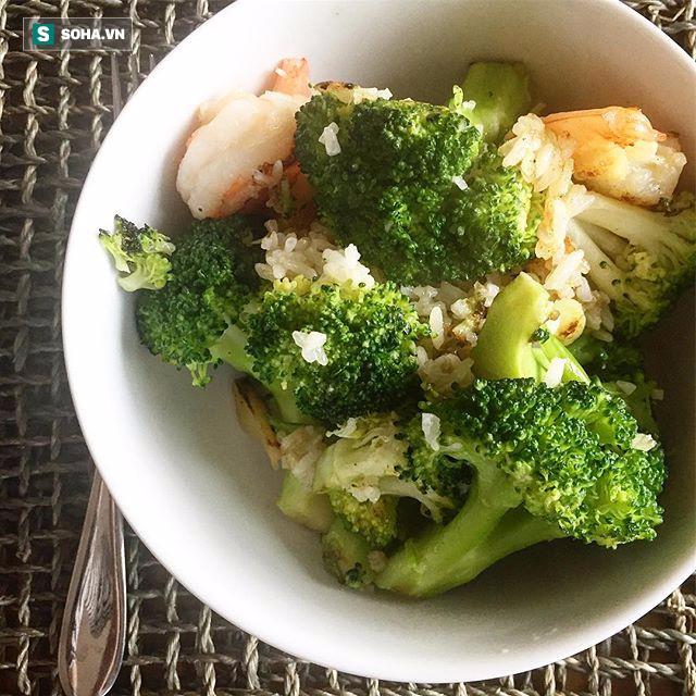Chuyên gia dinh dưỡng người Mỹ bày cách ăn 3 bữa chính 1 bữa phụ nhanh gọn đủ chất - Ảnh 4.