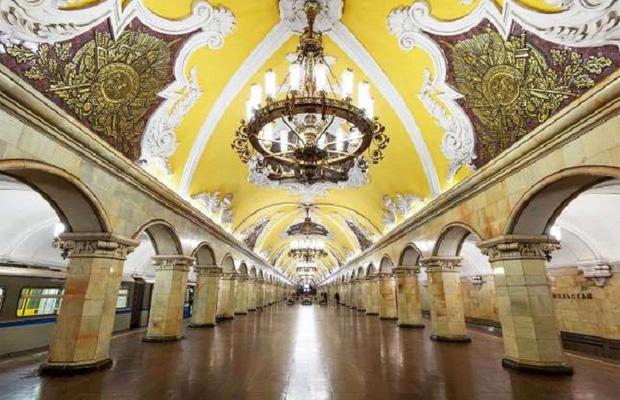 Chiêm ngưỡng 9 ga tàu điện ngầm đẹp nhất thế giới: Lộng lẫy không thua gì bảo tàng nghệ thuật - Ảnh 1.