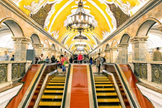 Chiêm ngưỡng 9 ga tàu điện ngầm đẹp nhất thế giới: Lộng lẫy không thua gì bảo tàng nghệ thuật - Ảnh 2.