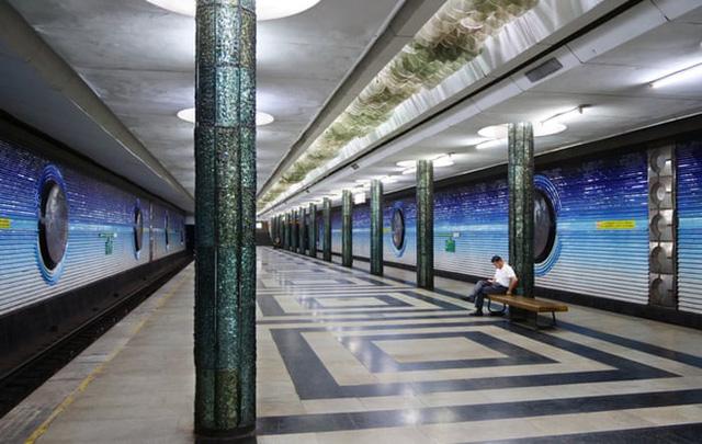 Chiêm ngưỡng 9 ga tàu điện ngầm đẹp nhất thế giới: Lộng lẫy không thua gì bảo tàng nghệ thuật - Ảnh 12.