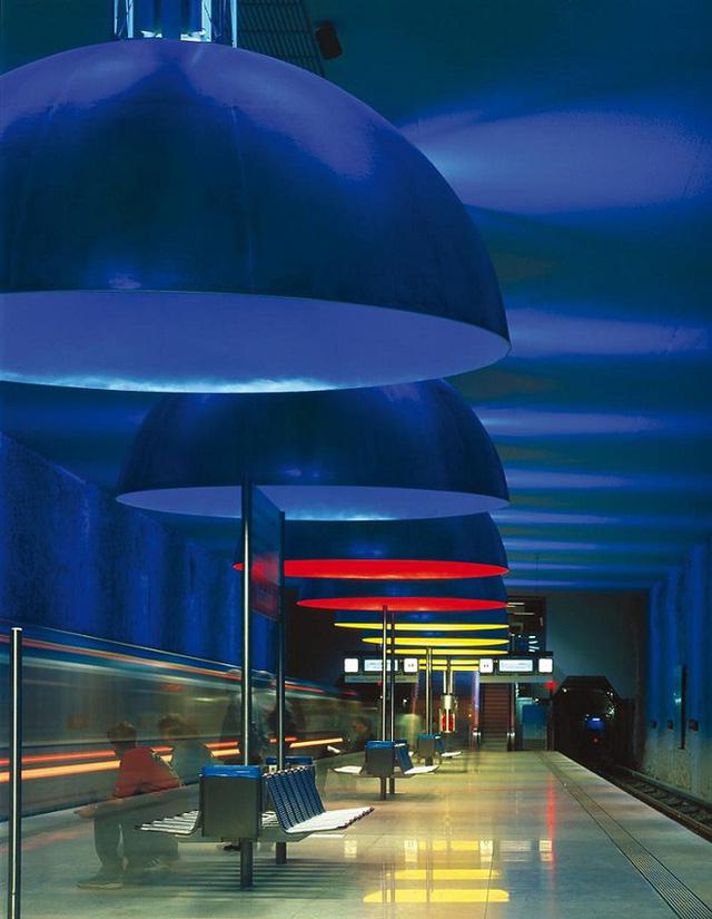 Chiêm ngưỡng 9 ga tàu điện ngầm đẹp nhất thế giới: Lộng lẫy không thua gì bảo tàng nghệ thuật - Ảnh 20.