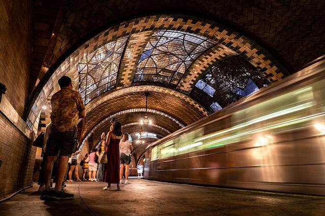 Chiêm ngưỡng 9 ga tàu điện ngầm đẹp nhất thế giới: Lộng lẫy không thua gì bảo tàng nghệ thuật - Ảnh 4.