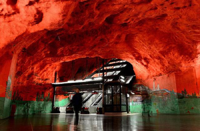 Chiêm ngưỡng 9 ga tàu điện ngầm đẹp nhất thế giới: Lộng lẫy không thua gì bảo tàng nghệ thuật - Ảnh 7.